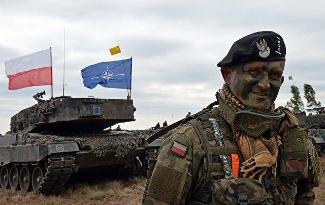 Der russische Generalstabschef Waleri Gerassimow und der Vorsitzende des Nato-Militärausschusses, Petr Pavel, telefonierten am Freitag miteinander, wie beide Seiten mitteilten. Der Dialog soll fortgesetzt werden und insbesondere dazu beitragen, gefährliche militärische Zwischenfälle in Osteuropa zu vermeiden.