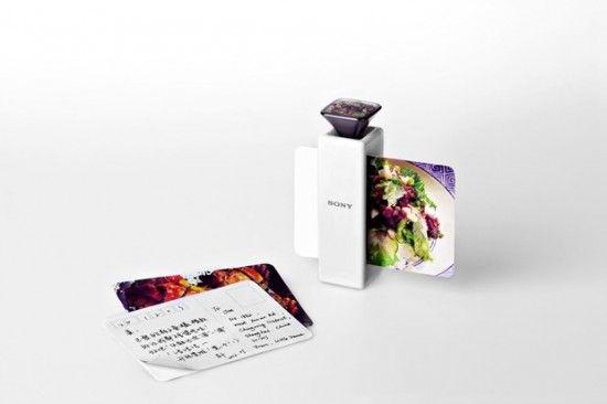 Un étudiant chinois et une équipe de chez Sony ont imaginé une imprimante assez spéciale : qui permet d'imprimer une odeur sur une petite carte.
