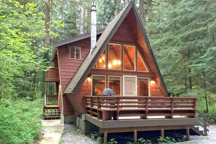 This unique A-frame cabin rental near Vancouver is the perfect accommodation in Washington for the ultimate glamping vacation with loved ones. Its prime location is ideal for exploring the beautiful natural surroundings found in this part of the world, as it is close to many lakes, rivers, and the enchanting North Cascades National Park. Glampers of all ages will have plenty to do while staying at this unique A-frame, whether it be skiing or simply relaxing in the garden and enjoying the…