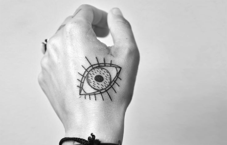 German tattooer Miriam Frank is constantly sketching the world around her: a crowded fish market, the rhythms of a laundromat, the whimsy of children doodling their dreams. #miriamfrank #scene360 #eye