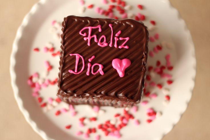 Torta de Brownie.  Una deliciosa torta hecha con receta de brownie, rellena con arequipe y cubierta con chocolate.