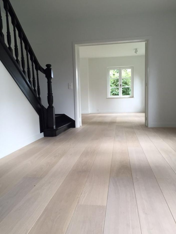European oak. 1-bis sorting, white, sanded, with …