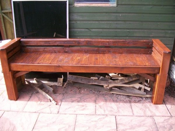 Garden bench made out of pallets - Recyclart