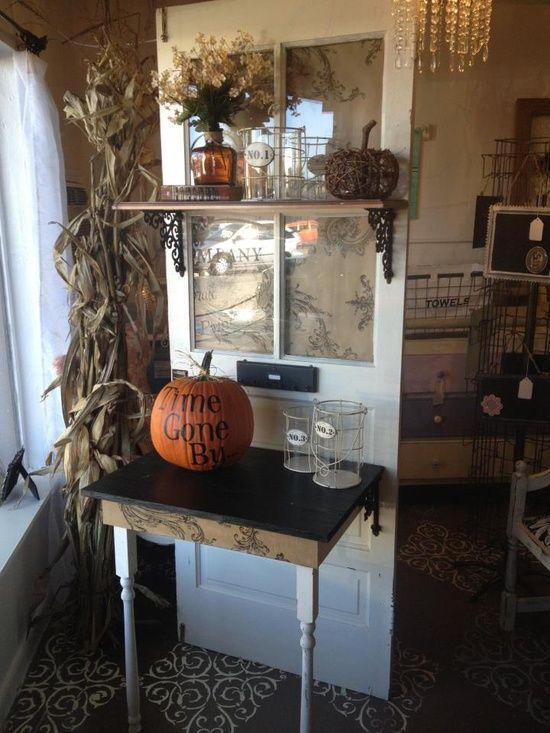 Oude deur, halve tafel, schap = pottafel voor de tuin (re-stype / up-style)