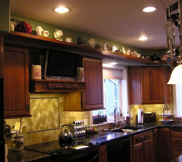 Kitchen Bulkhead Decorating Ideas With Decorative Ceramic Cup And