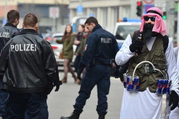 Karnevalsumzug in Braunschweig wegen Anschlagsgefahr abgesagt http://web.de/magazine/panorama/karnevalsumzug-braunschweig-anschlagsgefahr-abgesagt-30447672