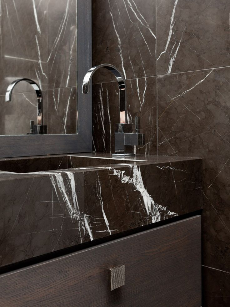 For the redesign of this two bedroom Mayfair flat, Taylor Howes reconfigured the… Micoley's picks for #luxuriousBathrooms www.Micoley.com