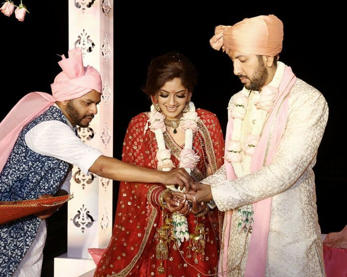 Rituals - The Wedding Ceremony! Photos, Hindu Culture, Beige Color, Groom Sherwani, Antique Jewellery, Gold Jewellery pictures, images, vendor credits - Floral Art, Indian By Manish Arora, Manish Malhotra, WeddingPlz