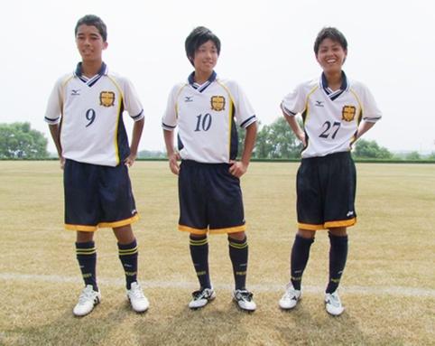 「駿河国のボール」藤枝明誠SCの長嶋太晟(たいせい)君(写真左)、吉田祐弥君(写真中央)、加藤啓太君(写真右)のおはなし。