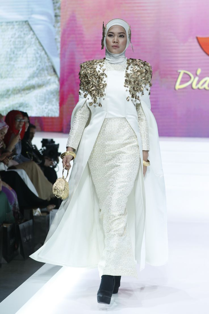 Dian Pelangi's design at #AIFW2017 her collection contained 2 sets of color, soft and intense. On all dresses, she designed a pattern of golden flowers.