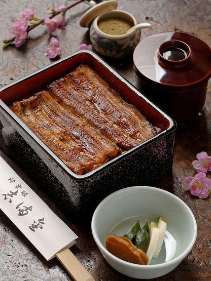 鰻の蒲焼き Eel broiled in soy-based sauces