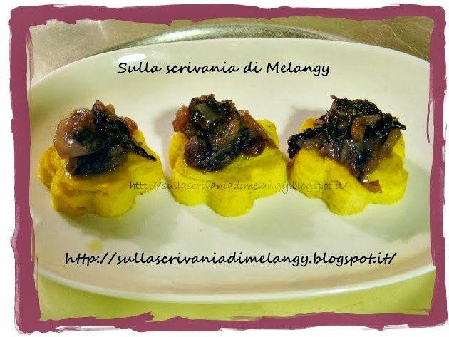 Tartine di polenta con radicchio caramellato e uvetta | Sulla scrivania di Melangy