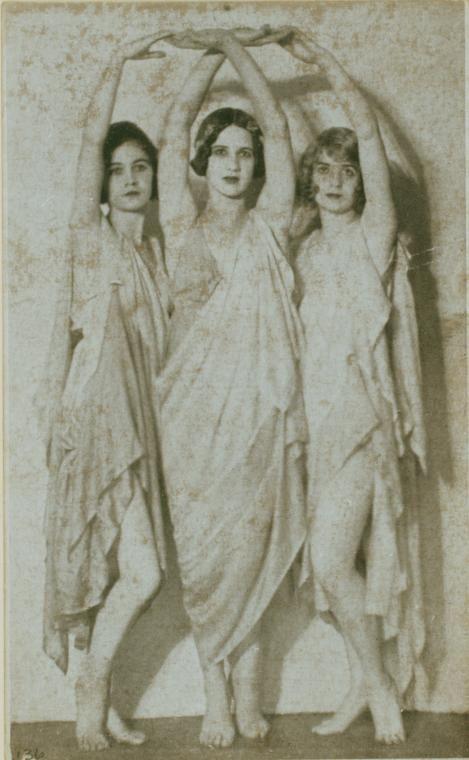 Duncan, Isadora 136 / photograph, no credit given. [Irma Duncan Collection.] (1921)