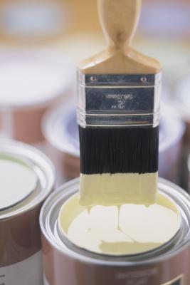 ¿Cómo funciona la pintura para techo reflectiva al calor? | eHow en Español