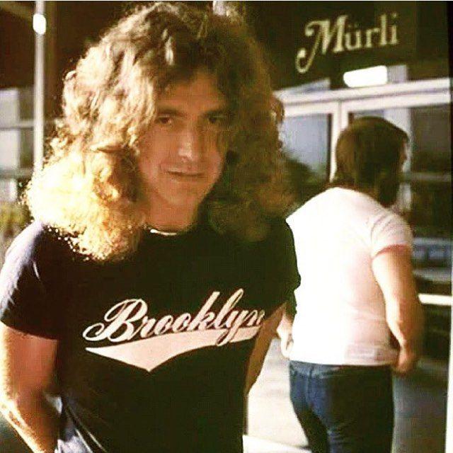 Robert - Led Zeppelin