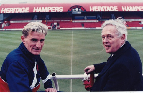 """Tony Mowbray and Norris McWhirter in Dec 1989. The Heritage Hampers sign on the North Stand was confirmed as the """"largest advertising hoarding"""" in the world. Cue the weird Record Breakers Pop & Twang Sound FX"""