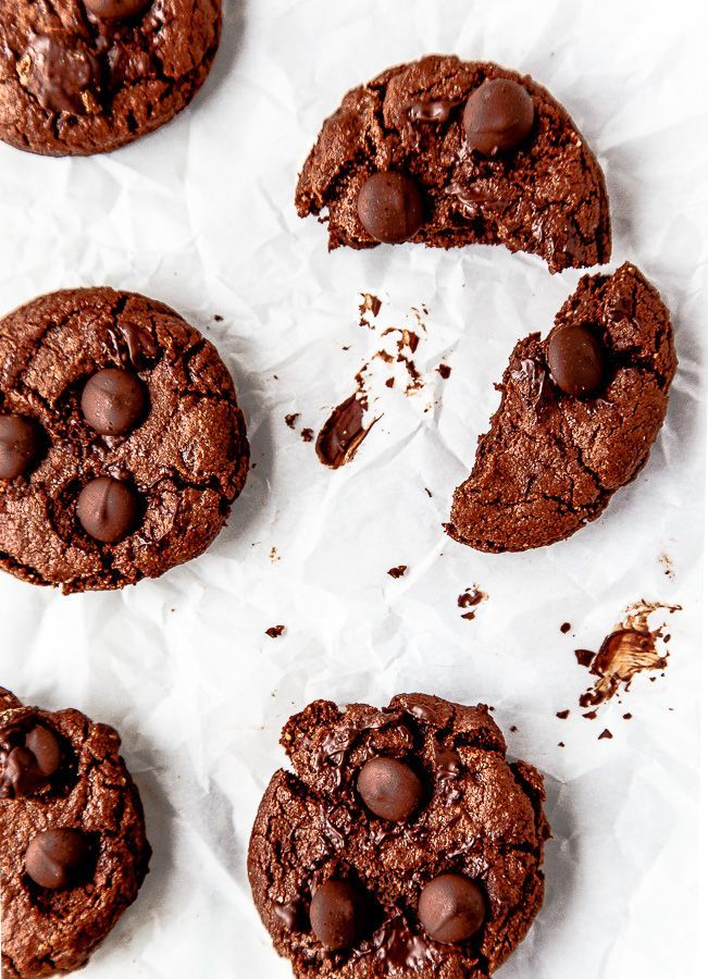 Gluten free chocolate cookies made with almond meal @dessertfortwo