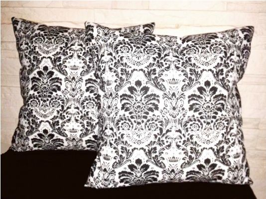 Decorative pillow case with ornaments [DaQnia] -> Zitolo.com