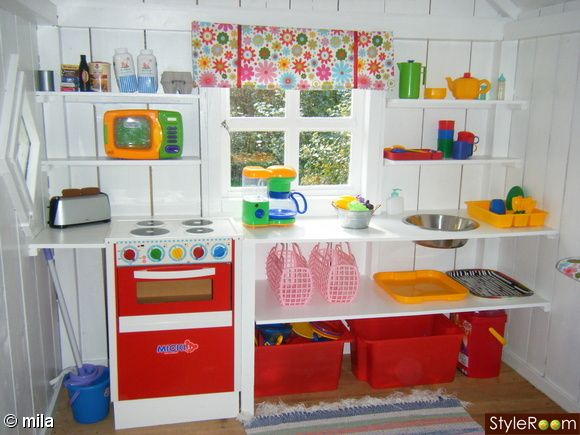playhouse - like the idea of kitchen on one wall More