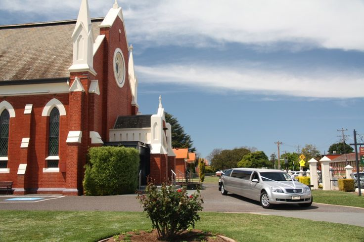 Limousine King has the widest range of wedding Limousines in Melbourne to make occasion a special one