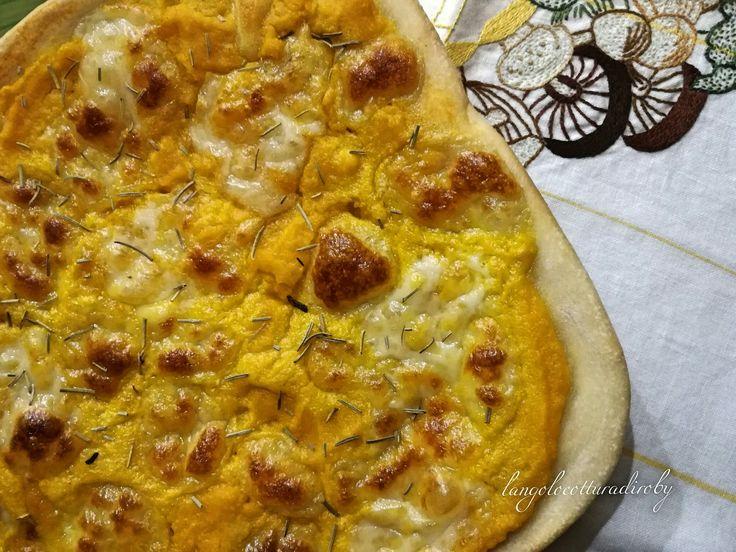 Pizza con zucca e provola | L'angolo cottura di Roby