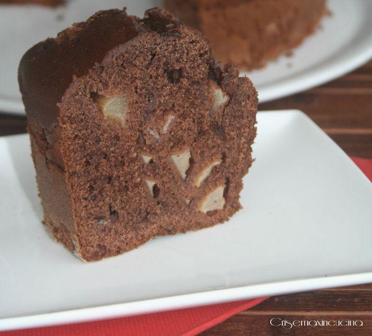 La torta ciocco pere, una vera delizia per il palato, provate questa versione fatta con il cacao amaro che conferirà al vostro dolce un gusto deciso.