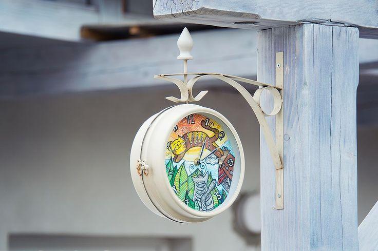 hand painted clock by uniposca pens #uniposca #poscapens