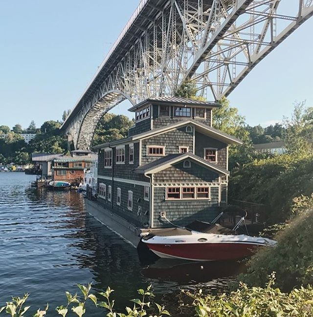 Awesome shot by @michaelabot of a beautiful Seattle house boat in Fremont. We love renting kayaks at Aqua Verde and exploring all the houses around Lake Union. ☀️✌️