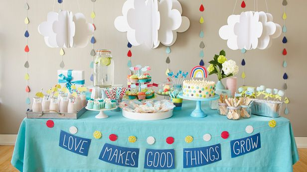 Simple DIYs put together can create a beautiful dessert table or a cozy corner with delicious sweets and drinks. Find fun and creative themes and games for baby showers in our blog. More on www.venuerific.com