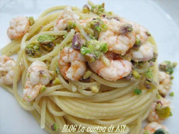 Un condimento con pistacchi naturali,gamberetti e olio extravergine di oliva dal gusto piacevole e profumato! Ricetta primo piatto La cucina di ASI