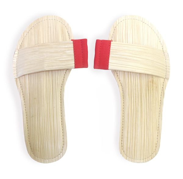 Palmetti | Palm leaf material | Handmade in India | Alternative to disposable slippers in hotels | Waste material treated with natural oils to make it soft | Social manufacturing
