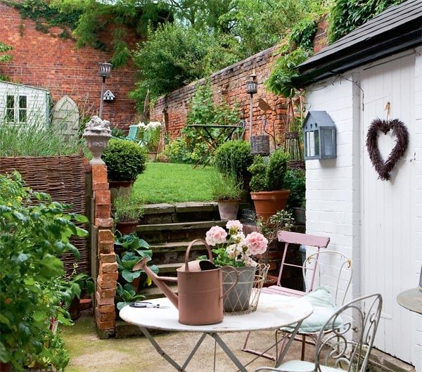 25 best ideas about small english garden on pinterest for English courtyard garden design