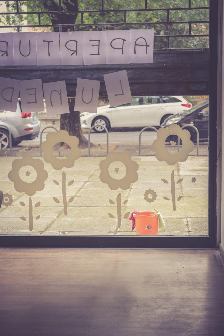 """cosa significa FAMILY ART CAFE'?  FAMILY: per le famiglie.  Tutte.  Quelle con i bimbi piccoli e quelle che li stanno aspettando, quelle grandi con nonni zii e nipoti, quelle formate da due o piú persone che si vogliono bene, quelle che """"i miei amici sono la mia famiglia""""... ART: perché l'ispirazione creativa é la più potente energia e vogliamo respirarla tutti i giorni attraverso attività e esposizioni. CAFE': prodotti scelti con cura in un ambiente allegro colorato e squinernato..."""