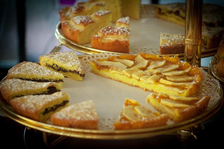 Hotel Matilde - Le torte di Elisabetta, appassionata di dolci fin da piccola, torta con la cioccolata, e torta di mele #hotel #marinadimassa #torte #cake #versilia