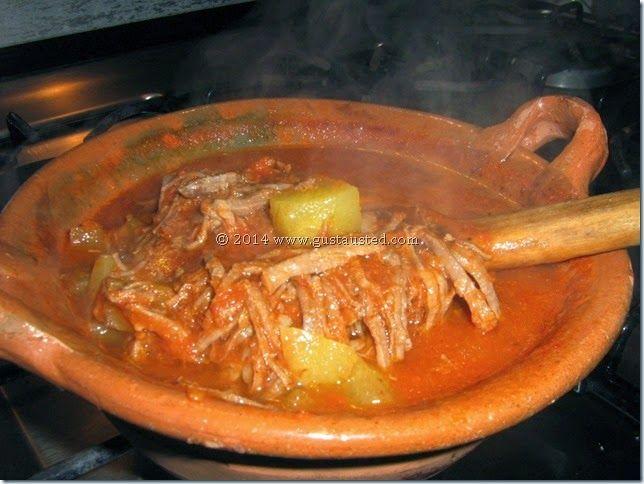 ¿Gusta Usted?  : Tinga de res. Carne de res cocinada en una salsa de chile chipotle. Deliciosa!