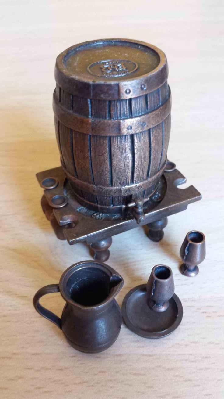 Sacapuntas Tonel vertical de vino, Juguetes Martí. antique pencil sharpener. Numero 1032