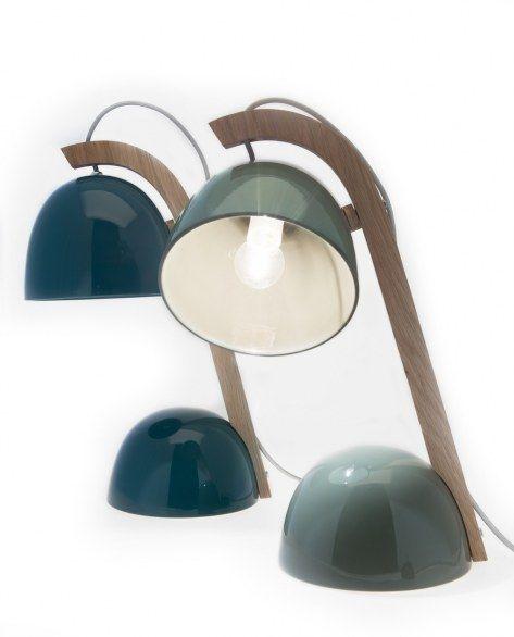 La lampada da tavolo in ceramica Helmet di Federica Bubani
