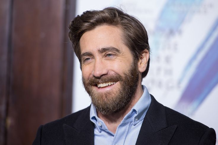 Jake Gyllenhaal Talks About Women's March and Dating 2017 | POPSUGAR Celebrity