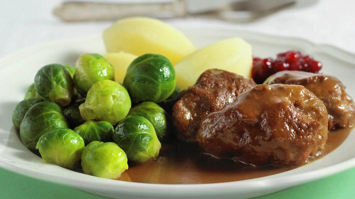 En god tilmålt dose tradisjonelle kjøttkaker gjør underverker for både kropp og sjel. Ta frem foodprocessoren og lag dette knallgode måltidet!