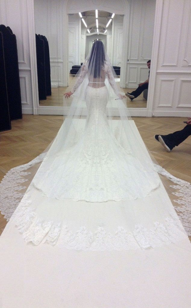 kardashian-khaos: This dress is beautiful :)
