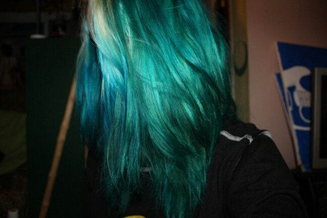 Blue/Green/Teal hair using Directions Alpine Green and Directions Midnight Blue