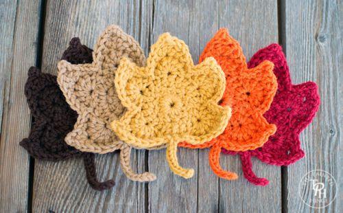 createforless:  Fall Leaves Free Crochet Pattern via The Painted Hinge (via aquieterstorm)  Fonte: thepaintedhinge.com