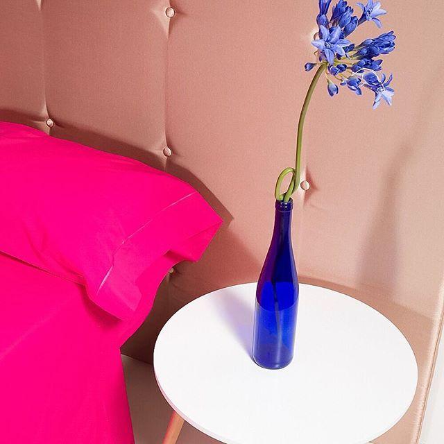 Buenos días!!!!!!! Los contrastes marcan la diferencia y una cama sokios también! 😉 Feliz sábado! #sabanas #cushions #camasokios