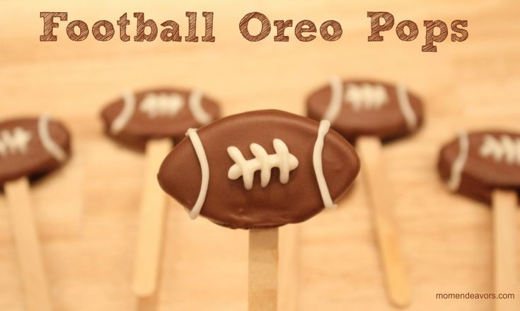 Easy Football Oreo Pops via momendeavors.com #UltimateTailgate #Fanatics