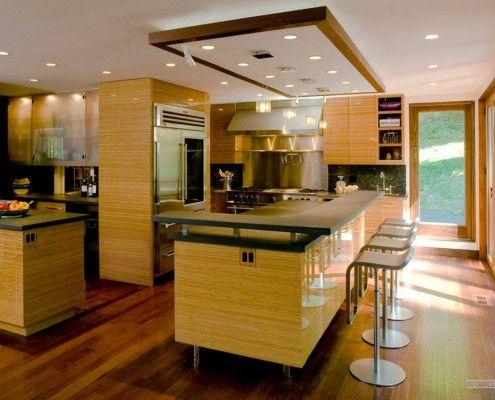 Подвесной потолок над островом в кухне