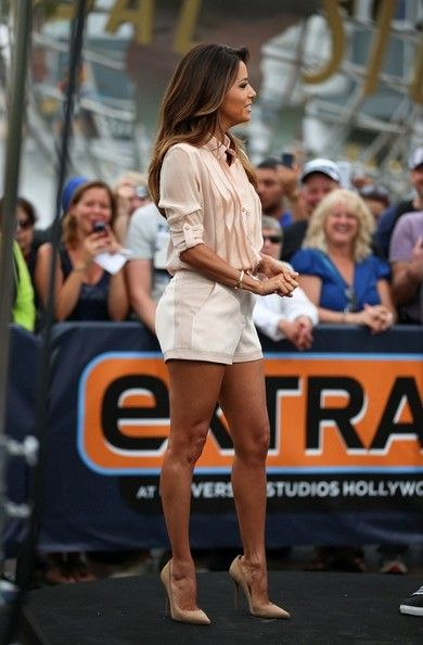 Eva Longoria / going out outfit / petite style