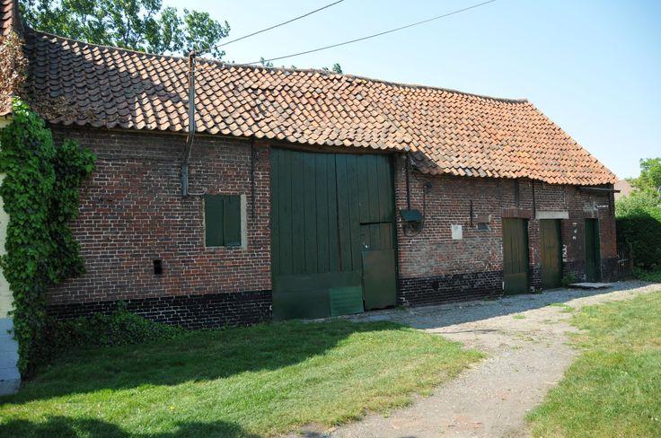 Dit is de boerderij waar Jacky vroeger woonde en waar Cameron en zijn moeder nu wonen.