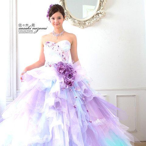 プリマディーバ|結婚式場写真「大人気の佐々木希さん! 真っ白な邸宅に映える爽やかなカラードレスです☆」 【みんなのウェディング】