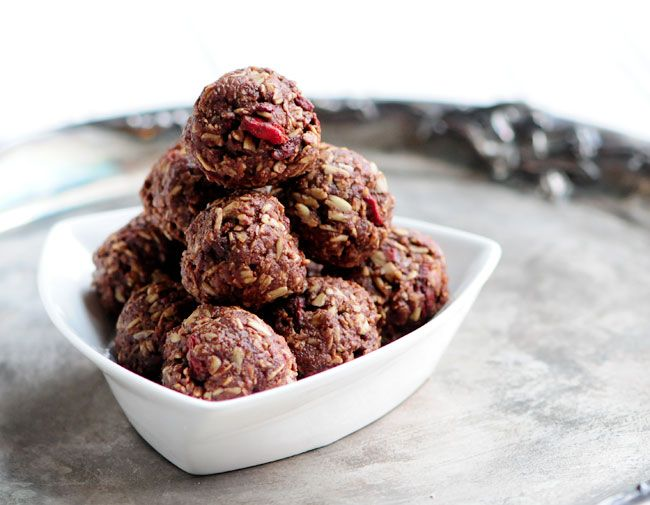 Raw Cacao Oat Goji Balls