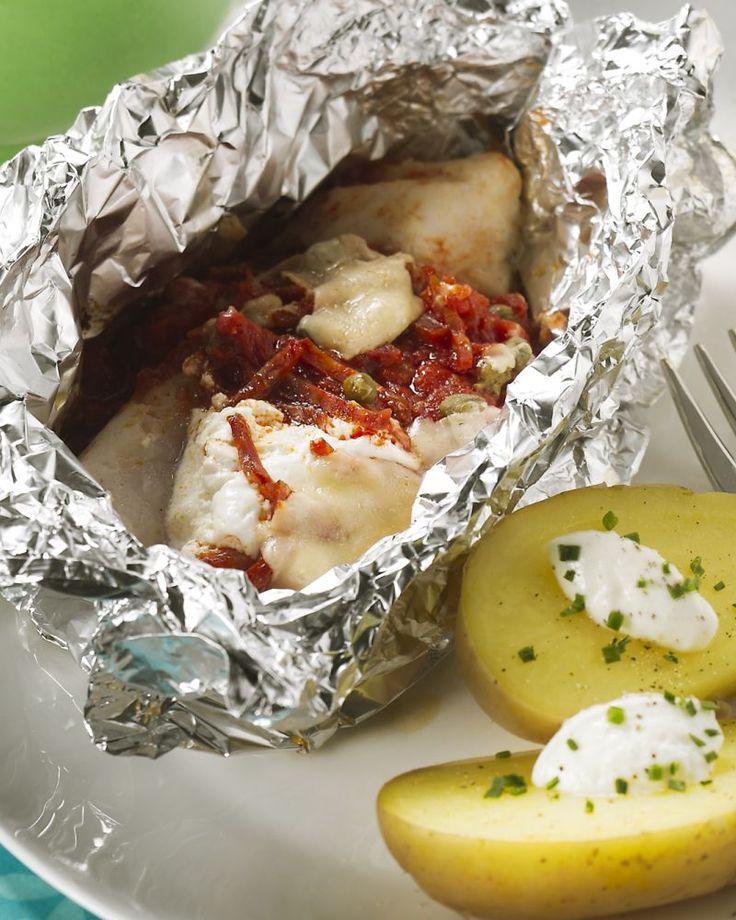 Dit vispakketje met zeebaars en chorizo is perfect voor op de barbecue, of kan ook als een papillot in de oven.